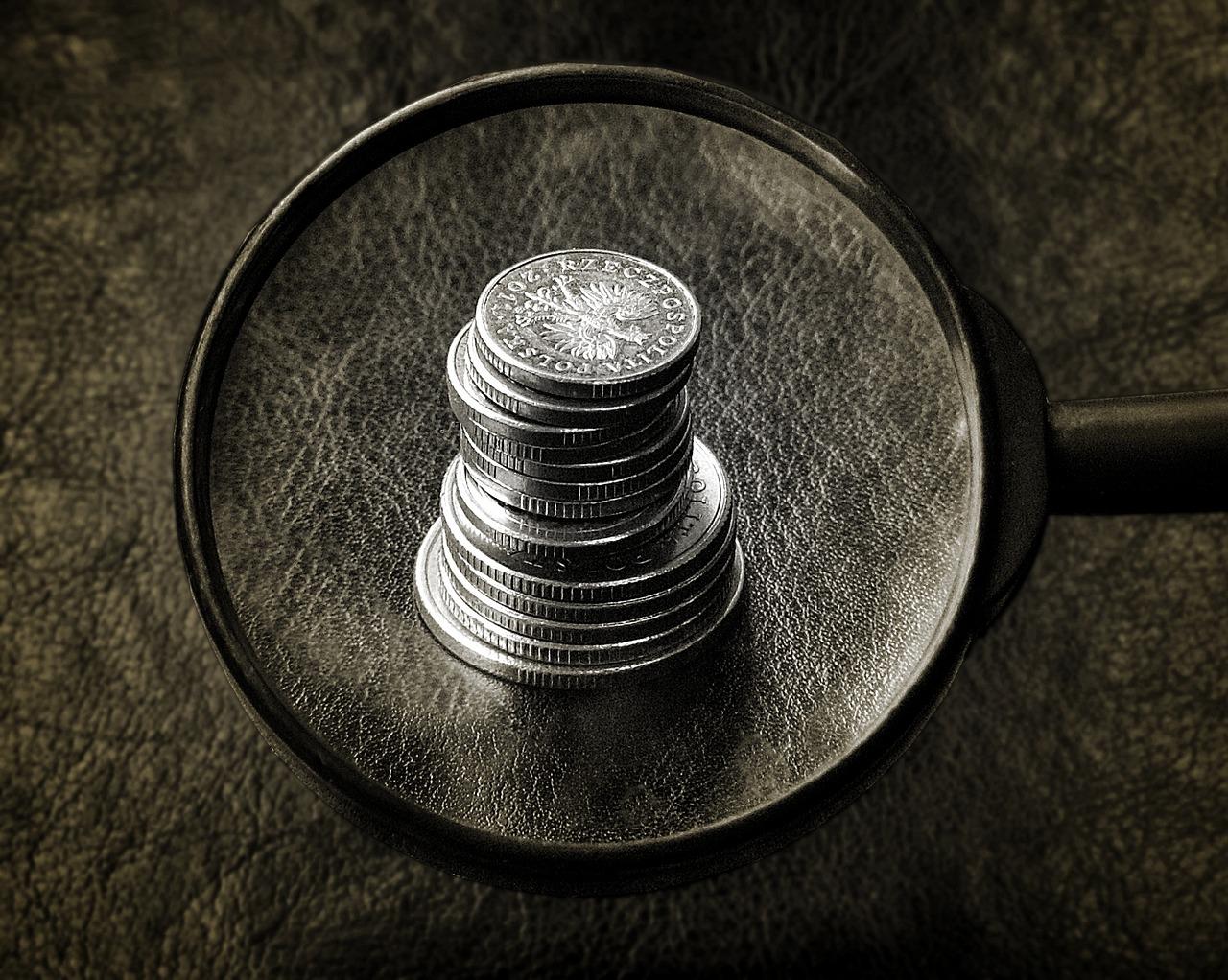 Jak bezpiecznie pożyczać pieniądze, by nie wpaść w spiralę zadłużenia?