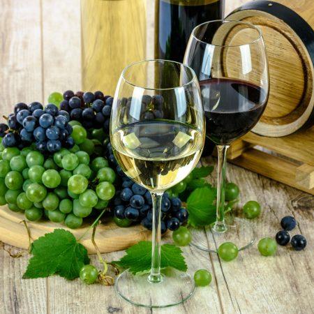 Sklep z winami – czy warto wręczać alkohol na prezent?